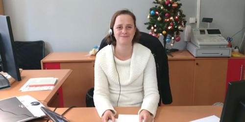 Christelle, standardiste et chargée d'accueil